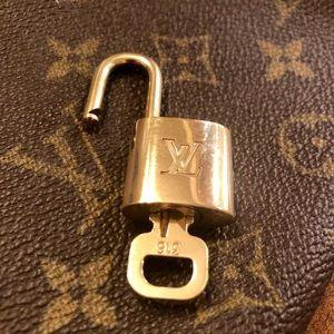 Handbags - Lock key 316